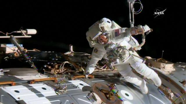 Astronauten verlaten ruimtestation ISS voor reparatie aan computer