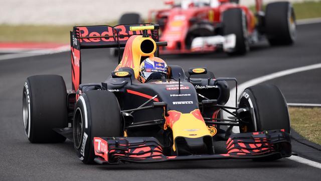 Verstappen achter Mercedes-coureurs derde in kwalificatie Maleisië