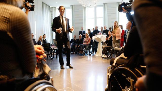 Paralympiërs alsnog gehuldigd door premier Rutte