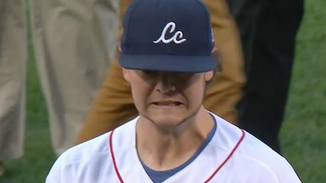 Kankeroverlever opent honkbalwedstrijd Boston Red Sox op bizarre wijze