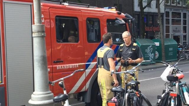 Uitslaande woningbrand in Amsterdam-Noord