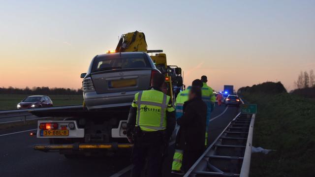 Automobilist klapt op voertuig met pech langs N11