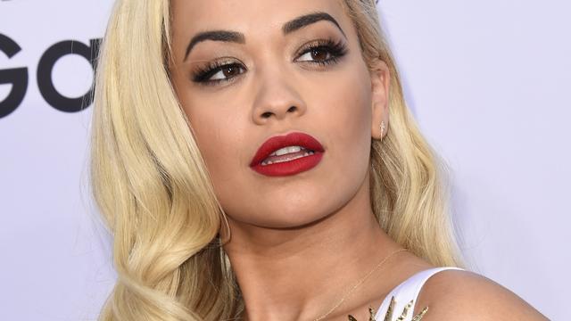 Rita Ora wil af van platencontract met Jay Z