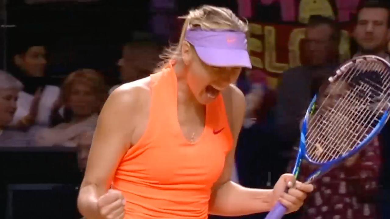 Sharapova schreeuwt het uit na eerste overwinning na terugkeer