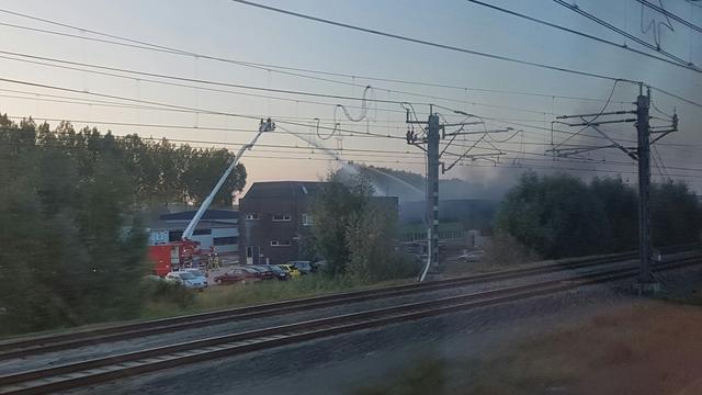 Brand verwoest pand van kunststoffabriek Breukelen