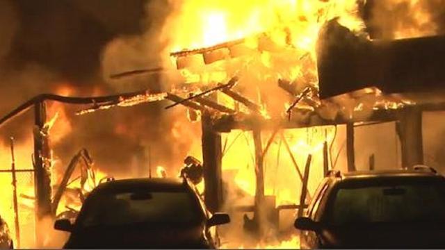 Grote brand verwoest garage in Ommen
