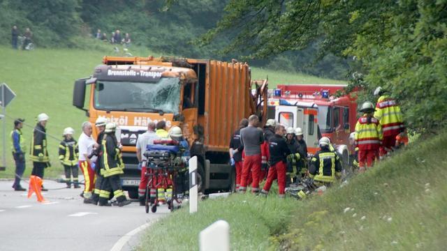 Vijf doden door omvallen Duitse vuilniswagen