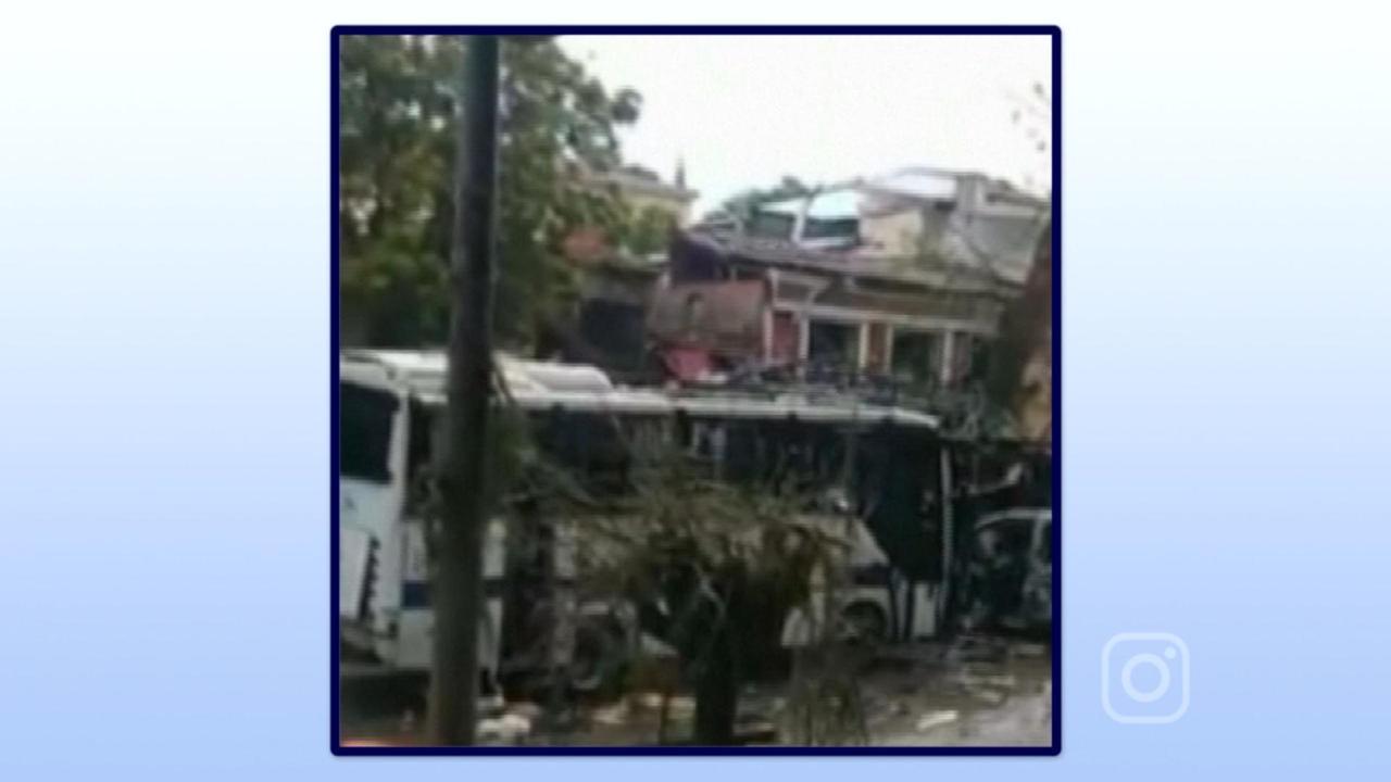 Eerste beelden na bomaanslag op politiebus Turkije