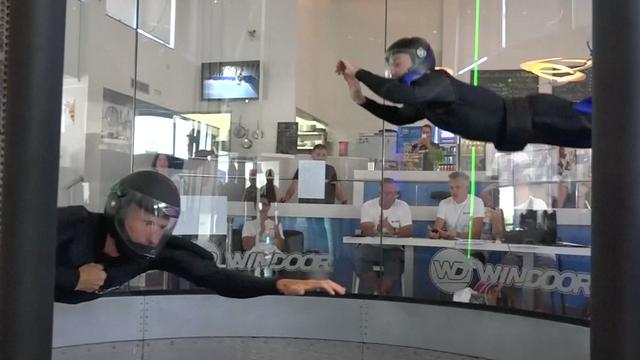 Spaanse indoor skydivers maken zeven uur lang vrije val