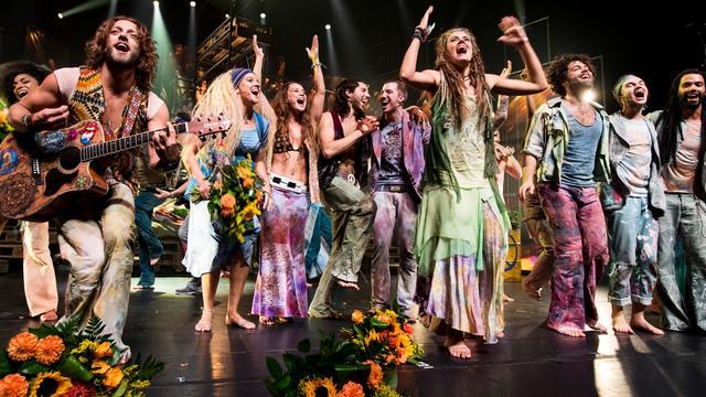 Recensieoverzicht: Musical Hair 'swingend' en 'prima gelukt'