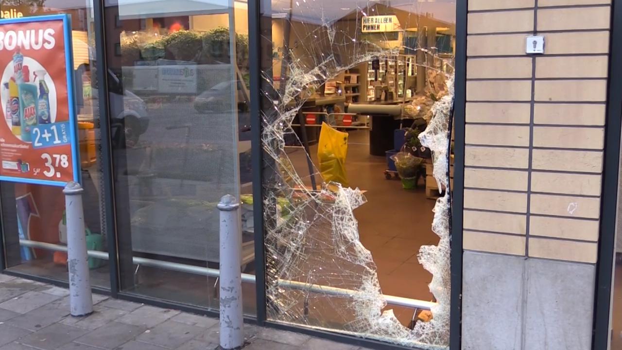 Ravage bij ramkraak supermarkt Enschede
