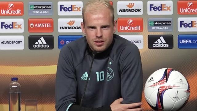 Ajax in Stockholm: Minuut stilte voor slachtoffers aanslag en Klaassen over 'favorietenrol'