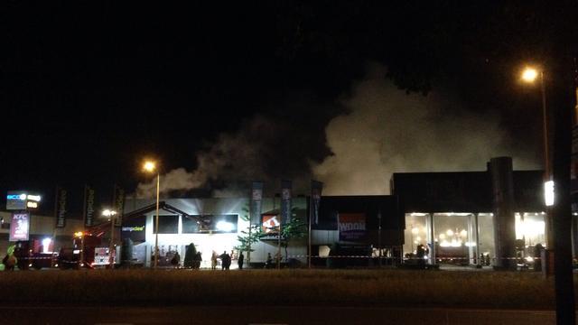 Zeer grote brand op woonboulevard in Breda