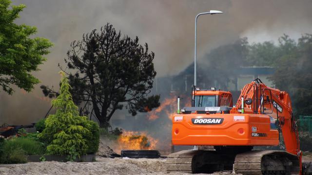 Beschadigde huizen gasexplosies Urk worden gesloopt