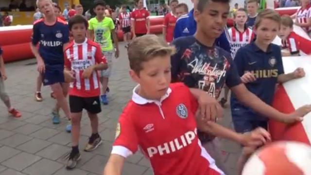 30.000 supporters bij fandag PSV