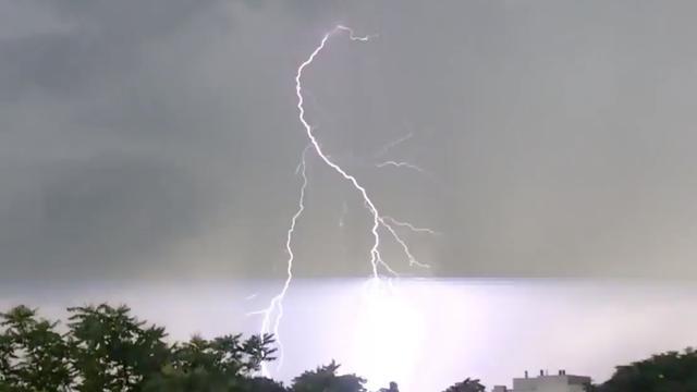Regen, onweer en bliksem door heel Nederland donderdagavond