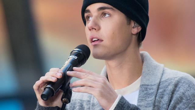 Justin Bieber heeft moeilijk optreden in Londen door verkoudheid