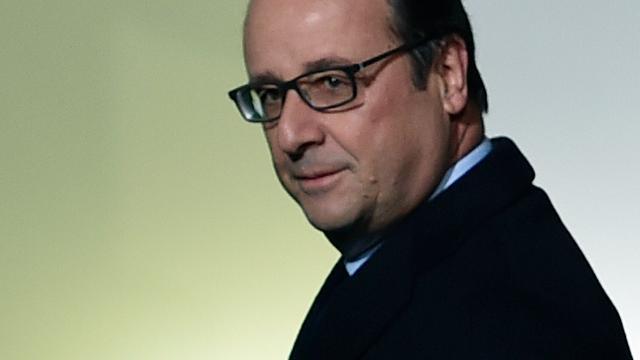 Hollande wil noodtoestand na aanslagen Parijs met drie maanden verlengen