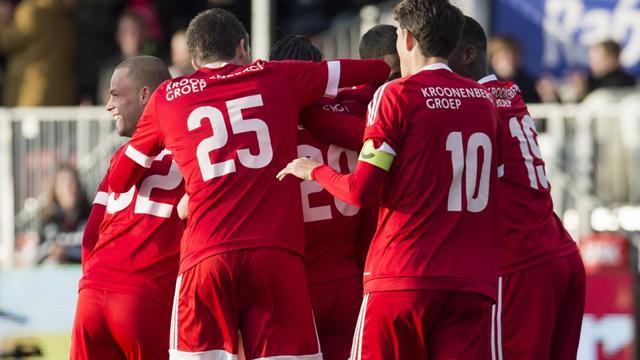 Zevenklapper Almere City tegen negen man Jong PSV
