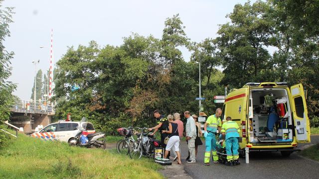 Fietser in ziekenhuis na val op Vrouwenweg