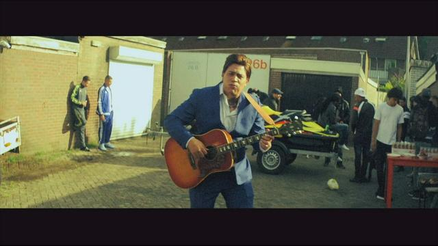 Rapper Fresku als dubbelganger in nieuwe clip Douwe Bob