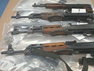 Vondst bestaat uit zeker 60 pistolen, 36 automatische wapens en 9 handgranaten