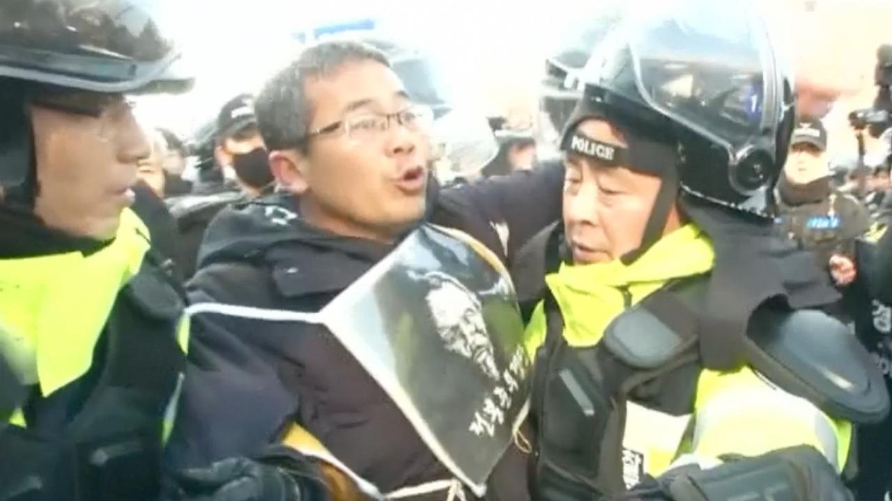 Zuid-Koreanen protesteren bij parlementsgebouw tegen president