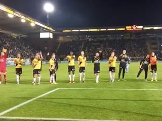 NAC verslaat De Graafschap en dat is reden voor een feestje met de supporters.