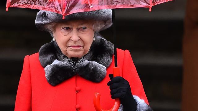 Koningin Elizabeth bekritiseerd om dragen bontjas