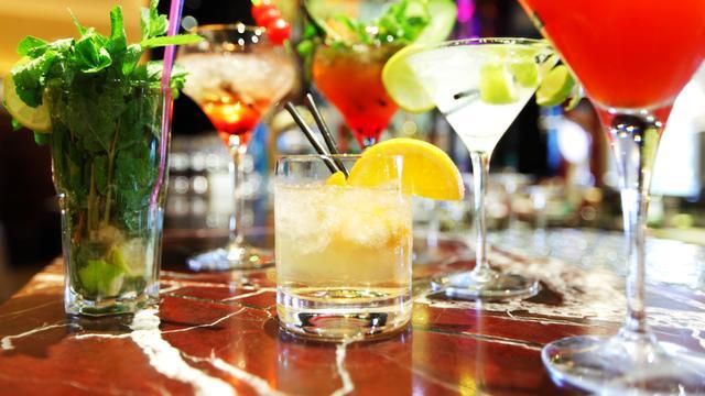 'Drinken van alcohol maakt kans op aderverkalking niet groter'