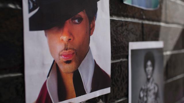 'Kleding overleden Prince komt overeen met foto wandeling naar apotheek'