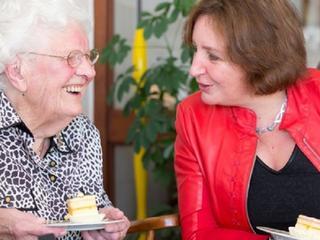 Vrouw krijgt bezoek van burgemeester Spies