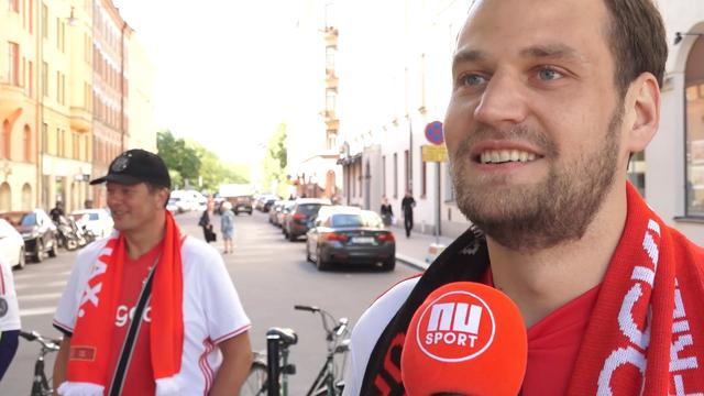 Eerste Ajax-fans komen aan in centrum Stockholm na slapeloze nachten