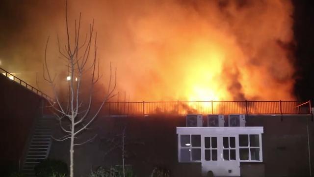 Plofkraak leidt tot grote brand in centrum Kerkdriel