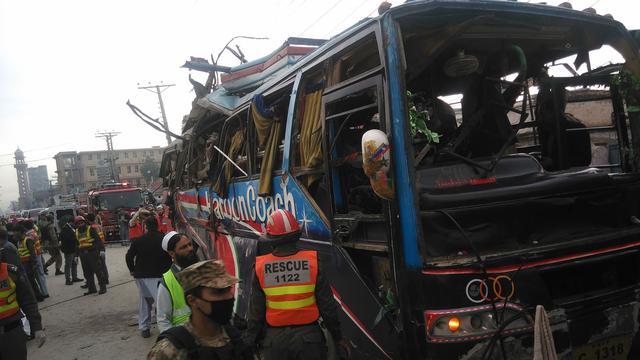Doden door aanslag in Pakistan op bus met ambtenaren