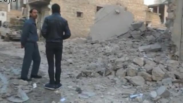 Luchtaanvallen op buitenwijk Aleppo