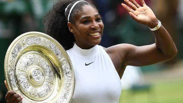 Serena Williams wint Wimbledon en evenaart Graf met 22e Grand Slam-zege