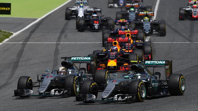 Mercedes neemt geen maatregelen na crash tussen Rosberg en Hamilton