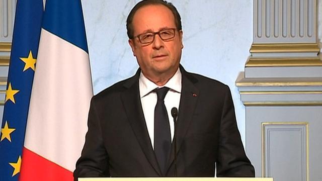 President Hollande roept Fransen op om op Macron te stemmen