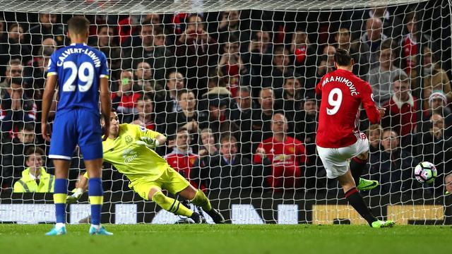 Ibrahimovic voorkomt in blessuretijd zege Koeman en Everton bij United