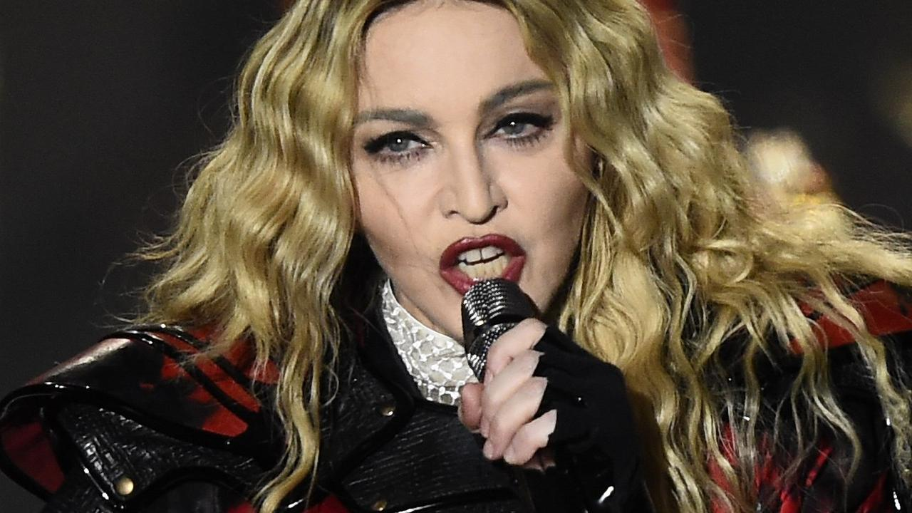 Madonna zingt cover Rebel Rebel