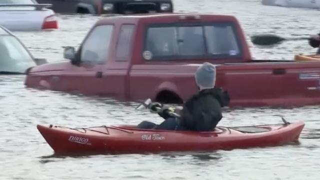 Tientallen auto's onder water in New Hampshire