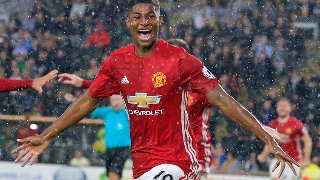 United komt met schrik vrij, Spurs houdt Liverpool op gelijkspel