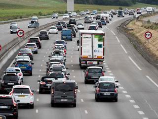 Files op autoroutes naar het zuiden van Europa en richting Schiphol
