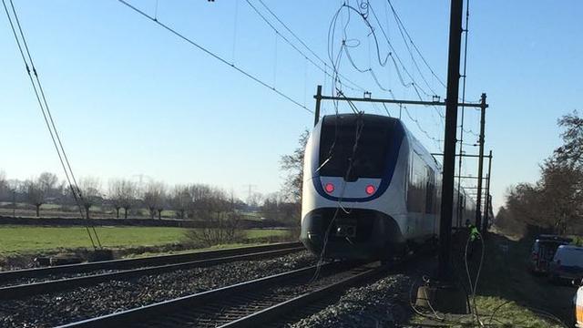 Treinverkeer tussen Utrecht en Den Haag gestremd door kapotte bovenleiding
