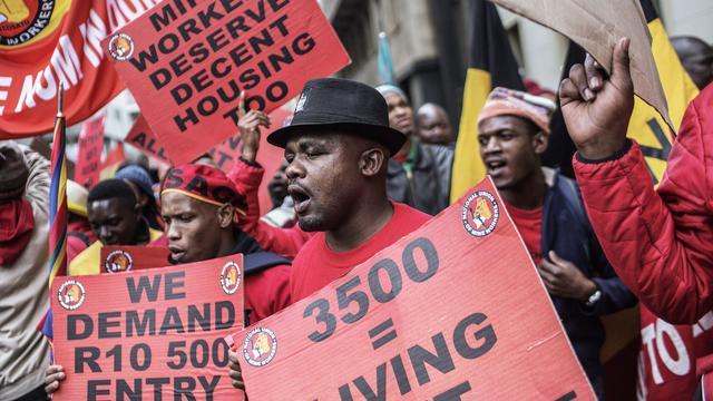 Kompels Zuid-Afrika leggen het werk neer