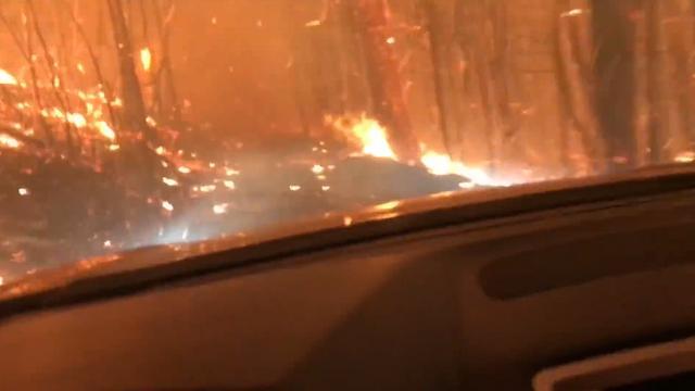 Vader en zoon overleven autorit door vlammenzee Montana