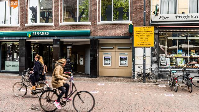 Rechter: Proef met laden, lossen en fietsparkeren op de Neude is niet veilig