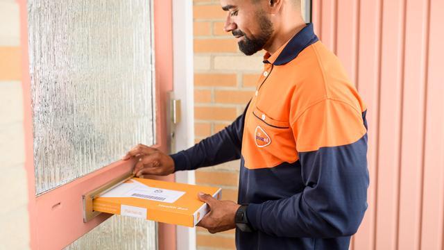 Mannen verkleed als postbezorgers mishandelen man in Hoogvliet