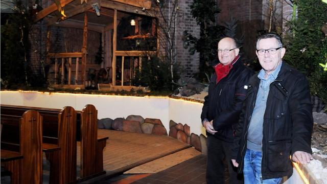 Kerststal in kerk Sint Willebrord weer opgebouwd